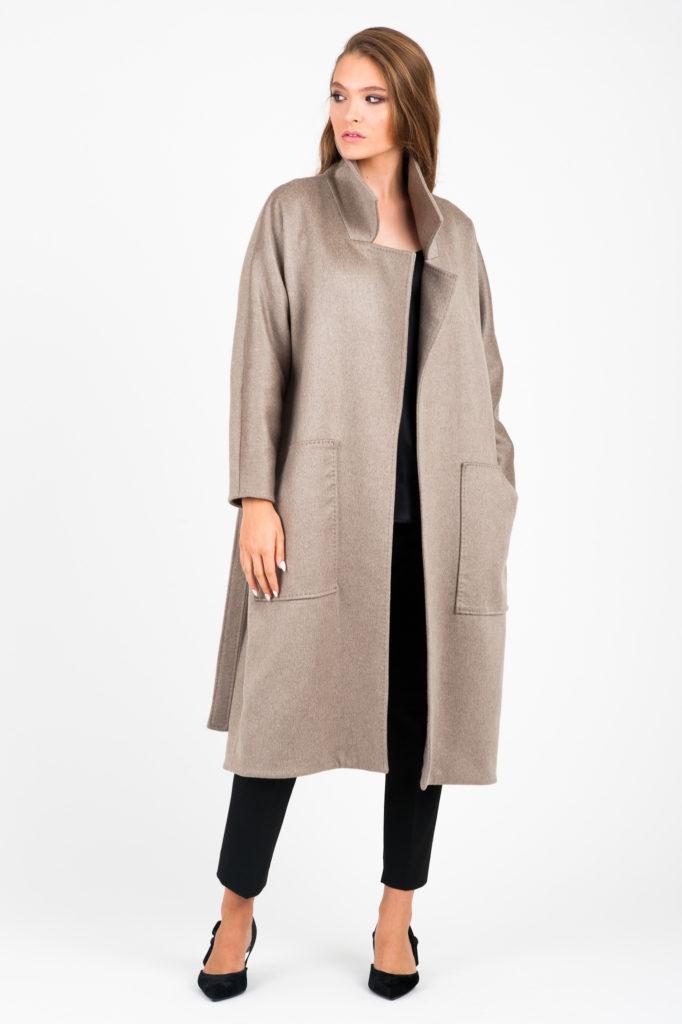 beżowy kaszmirowy płaszcz