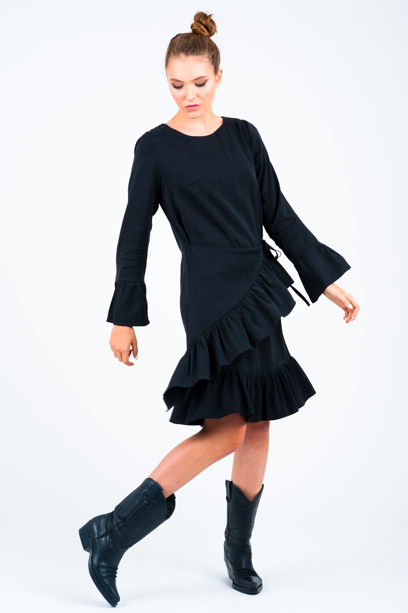 sukienka czarna z falbankami