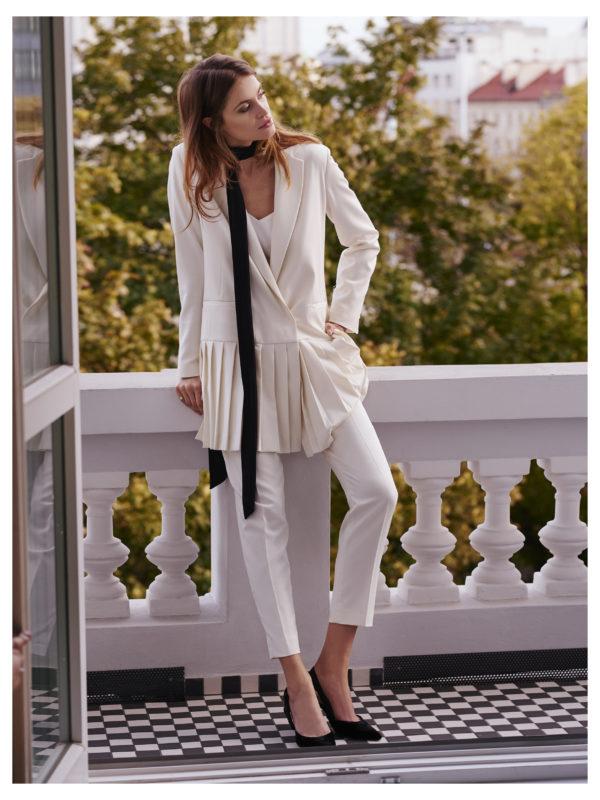 spodnie cygaretki kremowe