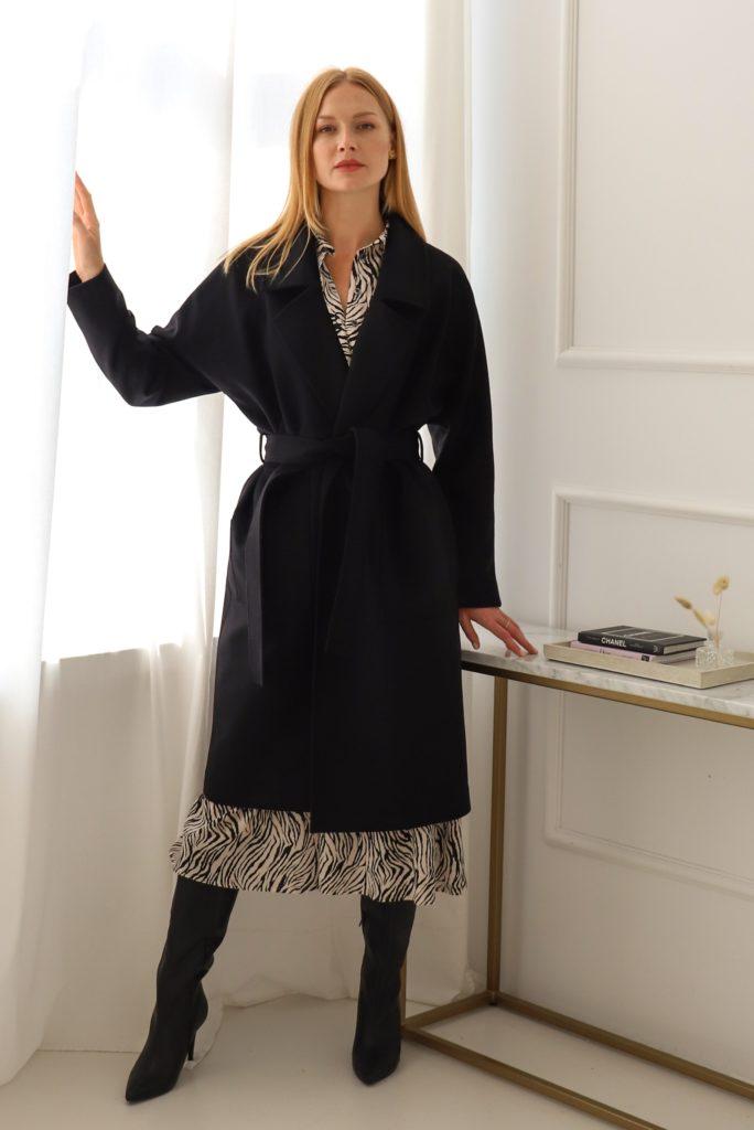 czarny kaszmirowy płaszcz